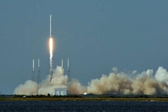 Explosions sur la rampe de lancement d'une fusée de SpaceX en Floride