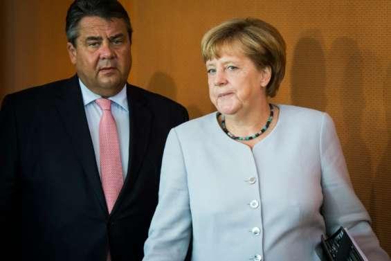 Allemagne: un an après l'ouverture aux réfugiés, Merkel face à une flambée populiste
