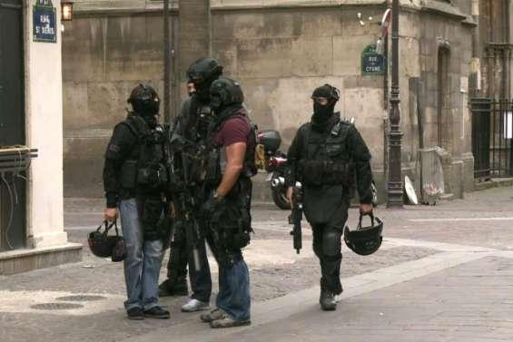 Fausse alerte terroriste à Paris: deux adolescents  interpellés