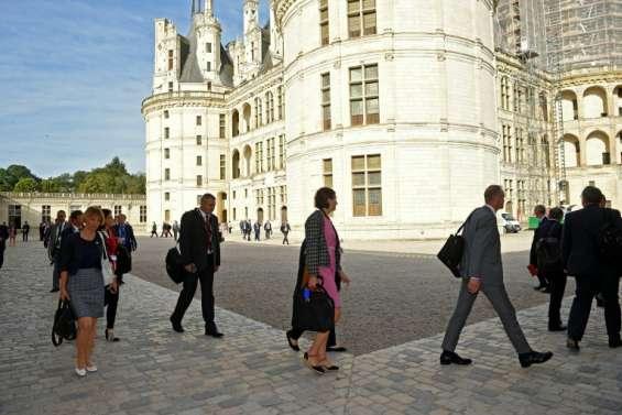 Ministres de l'Agriculture à Chambord:  les paysans contre la vie de château