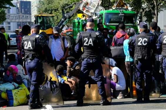 Migrants: nouvelle évacuation d'un campement à Paris