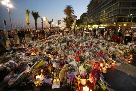 Hollande à Nice pour un hommage aux victimes de l'attentat du 14 juillet
