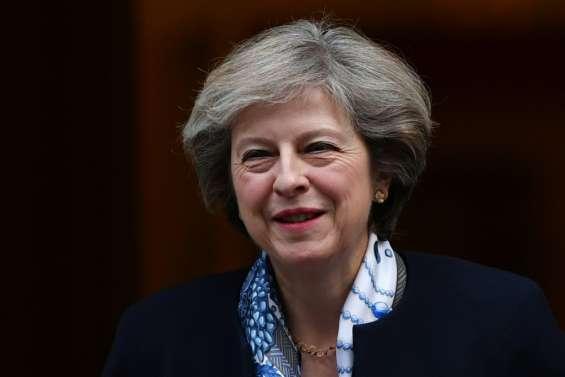 Royaume Uni: May fait un petit pas vers le Parlement sur le Brexit
