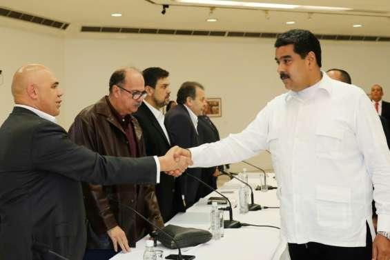 Venezuela: le président Maduro et l'opposition entame le dialogue