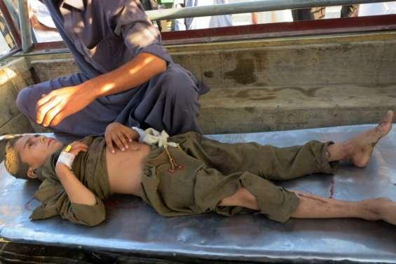 Pakistan: une bombe fait au moins dix morts sur un site religieux