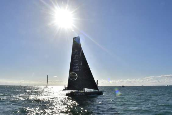 Vendée Globe: Alex Thomson 1er au cap de Bonne Espérance, record battu