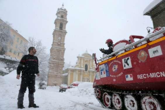 Vague de froid: les pompiers au secours des villages isolés corses
