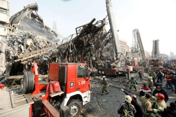 Un immeuble s'effondre à Téhéran: 70 blessés, nombreux disparus