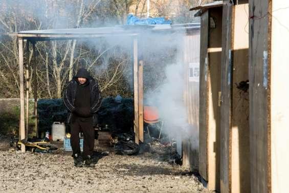 Quasi-saturé, le camp de migrants de Grande-Synthe frappé par le froid
