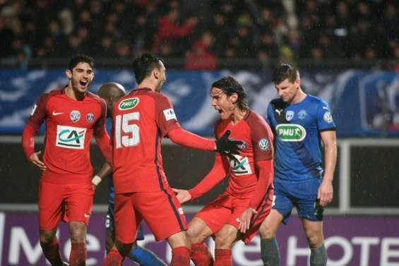 Ligue 1: le Paris SG chasse Monaco, Marseille ses doutes défensifs