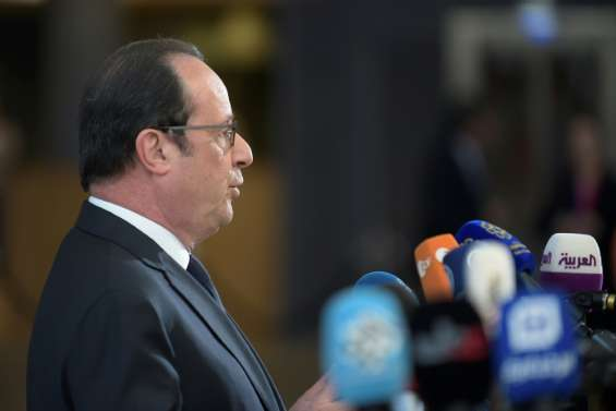 Hollande adoube Macron à Bruxelles pour faire barrage à Le Pen
