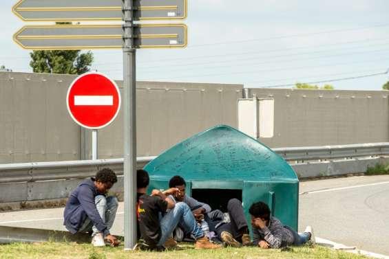 Migrants à Calais: douches et sanitaires installés dès