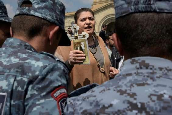 Arménie: le principal opposant interpellé, des centaines de manifestants à Erevan