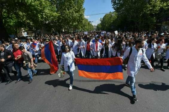 Arménie: la contestation ne faiblit pas malgré l'interpellation du principal opposant