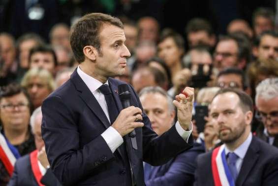Devant les maires normands, Macron annonce un grand débat sans