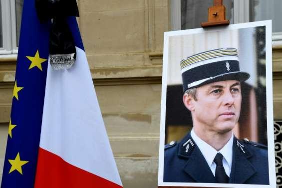 Attentats jihadistes: Philippe promet de poursuivre le
