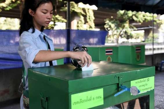 Les Thaïlandais votent pour les législatives, les premières depuis le coup d'Etat de 2014