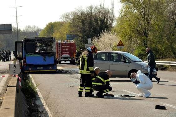 Massacre évité de justesse en Italie pour 51 collégiens pris en otage dans un bus