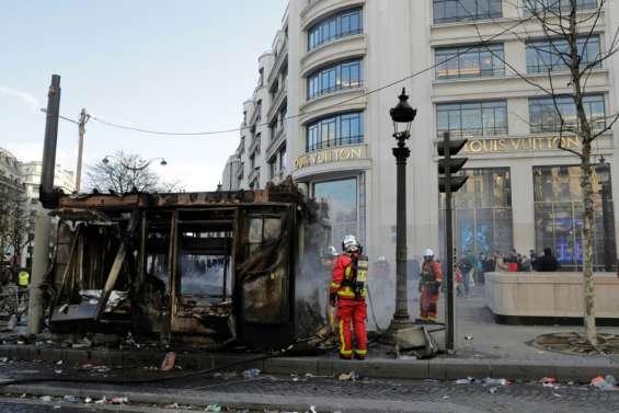 Samedi noir sur les Champs-Elysées: Macron à nouveau sous pression