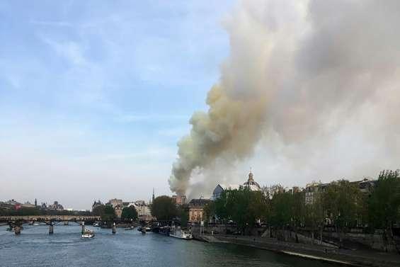 Incendie à Notre-Dame de Paris, une partie de la toiture ravagée par les flammes