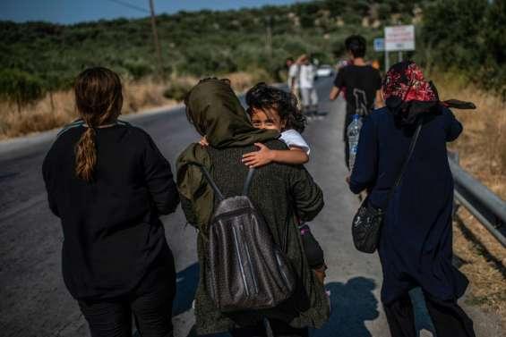 A Lesbos, 600 réfugiés transférés pour