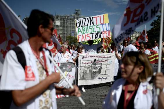 Urgences: la grève continue, la CGT manifeste pour l'étendre à tout l'hôpital