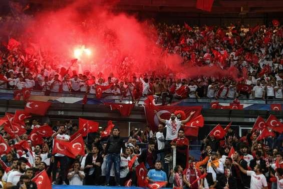 Euro-2020: les Bleus freinés par la Turquie et ses bouillants supporters
