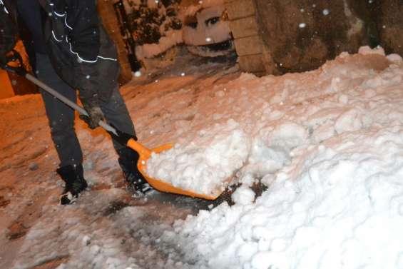 Chutes de neige: 300.000 foyers privés d'électricité dans quatre départements