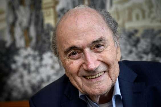 Mondial au Qatar: Blatter ira témoigner en France