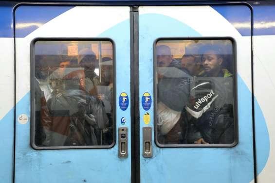 Retraites: l'exécutif s'apprête à lever le voile, cohue attendue dans les transports
