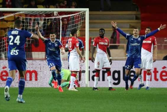 Ligue 1: Monaco chute lourdement à domicile contre Strasbourg