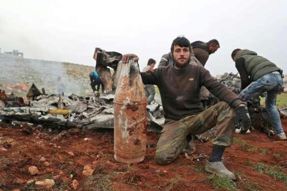 Syrie: un hélicoptère de l'armée abattu, Damas progresse dans le nord-ouest