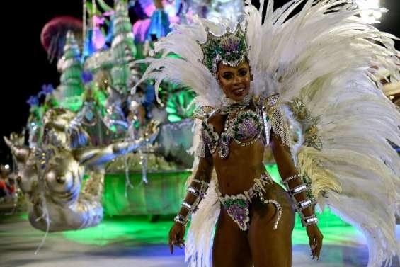 Le carnaval de Rio entre féerie et contestation au sambodrome
