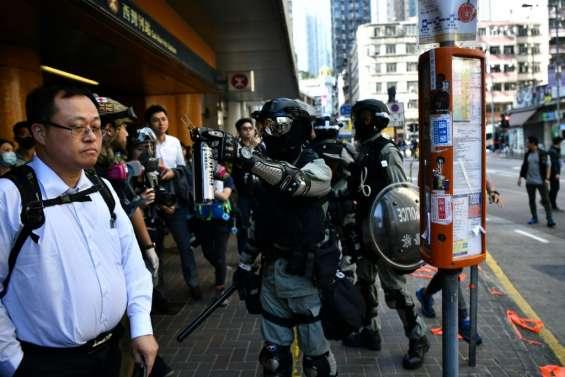 Les manifestations se raréfient, Hong Kong réduit ses effectifs anti-émeute
