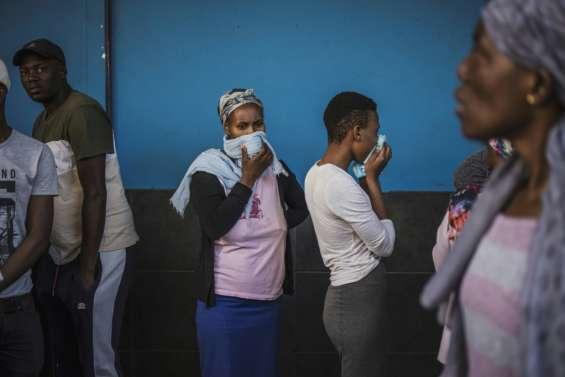L'Afrique du Sud annonce ses deux premiers morts du coronavirus et entre en confinement