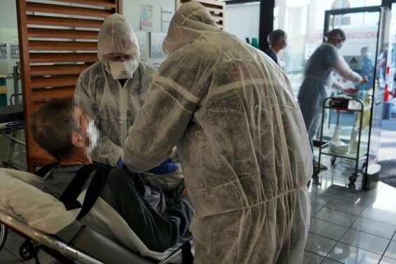 Virus: Le gouvernement s'explique, les transferts de malades continuent