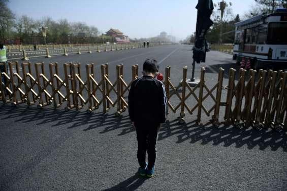 Coronavirus: la Chine se fige en hommage aux morts