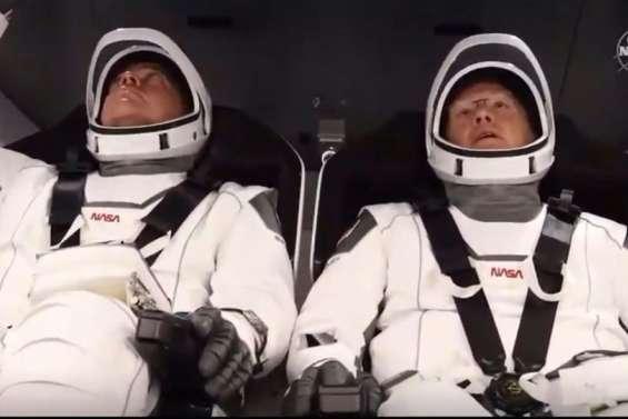 La capsule de SpaceX avec deux astronautes à bord s'est amarrée à l'ISS