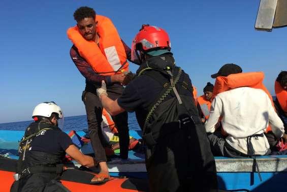Des geôles libyennes aux portes de l'Europe, improbables retrouvailles sur l'Ocean Viking