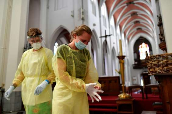Coronavirus: les restrictions se multiplient face à une recrudescence de cas dans le monde