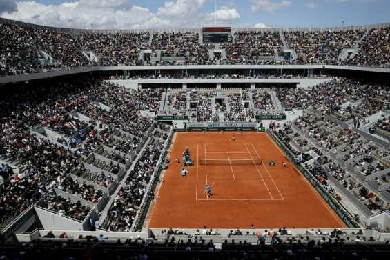 Tennis: Roland-Garros rattrapé par la réalité du Covid-19