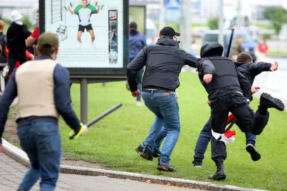 Bélarus: la répression s'accentue avec des centaines d'arrestations