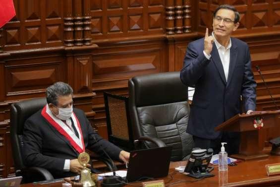 Pérou: le président Vizcarra échappe à la destitution