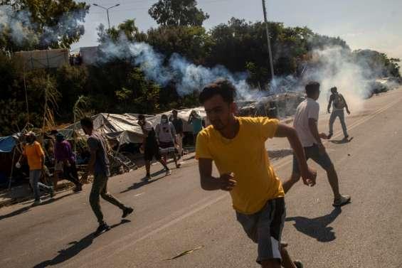A Lesbos, gaz lacrymogènes contre une manifestation violente de migrants