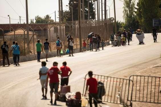 A Lesbos, la police évacue les réfugiés à la rue vers un nouveau camp