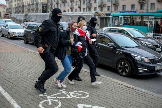 Bélarus: l'opposition dans la rue malgré la menace de tirs à balles réelles