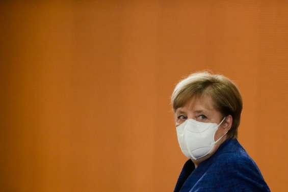 Virus : plus de 10.000 morts en Allemagne, Merkel appelle à
