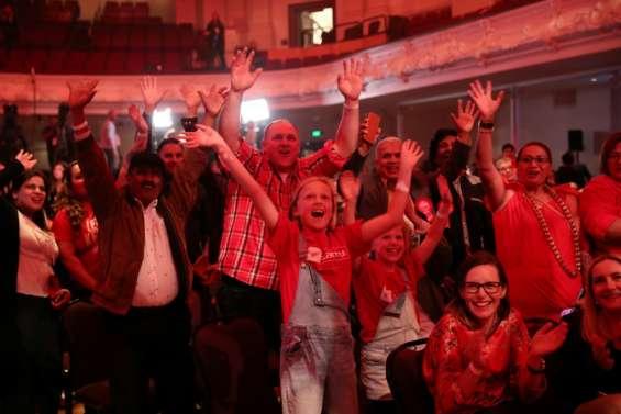 Elections néo-zélandaises: Ardern largement en tête selon les premiers résultats