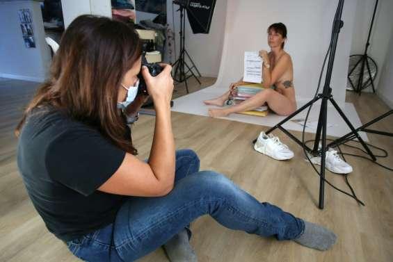 Confinement: luthier, prof de danse ou photographe, ils posent nus pour dénoncer leur