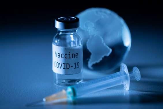 Vaccins contre le Covid-19: un an de sprint, et l'espoir au bout
